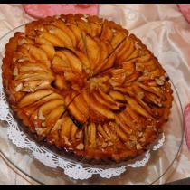 Fresh cinnamon apple torte